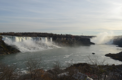 Noon view of the falls